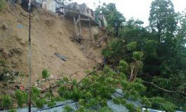 Alerte Météo: Plusieurs maisons détruites dans un glissement de terrain à Carrefour-feuilles