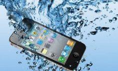 Votre téléphone est tombé dans l'eau ? Voici 5 étapes pour le sauver