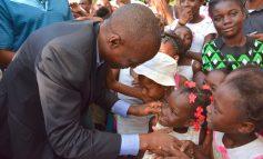 Jovenel Moise fête la noël avec les enfants de la capitale