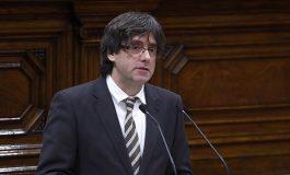 Le parlement catalan signe l'indépendance de la Catalogne, mais suspend sa mise en oeuvre
