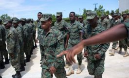 Les soldats de l'armée d'Haïti défilent aux ordres du chef d'Etat-major…