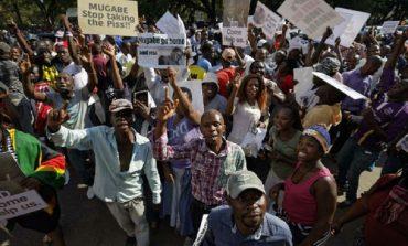 Fin du régime de Mugabe, des milliers de personnes ont célébré dans les rues