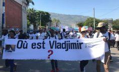 Où est  Vladimir Legagneur ? Des citoyens ont gagné les rues de Port-au-Prince pour demander des comptes.
