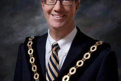 """Le maire d'Ottawa proclame le 18 mai 2018 « Journée du drapeau haïtien """""""