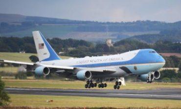 Le cerceuil de Georges H. W. Bush à bord du Air Force One