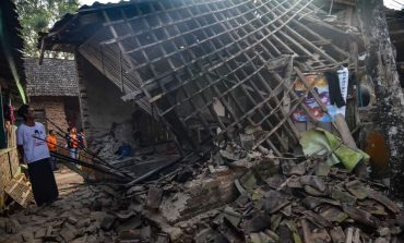 L'Indonésie frappée par un puissant séisme et menacée d'un tsunami