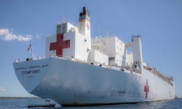 Le navire USNS COMFORT des États-Unis en mission en Haïti