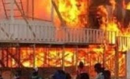 Des agents de la PNH ont incendié des stands au Champs-de-Mars