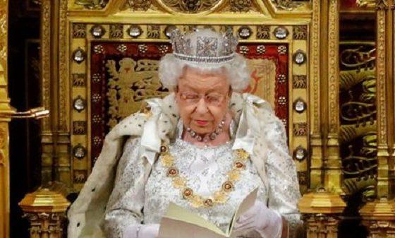 Coronavirus: la reine Elizabeth II s'adresse aux britanniques, la 4ème fois en 68 ans de règne