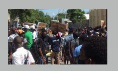 Haiti/Protestation : Un sit-in devant les locaux du MJSP violemment dispersé par la Police.