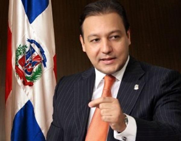 Abel Martínez, Maire de Santiago, expulse d'un parc plusieurs ressortissants haïtiens