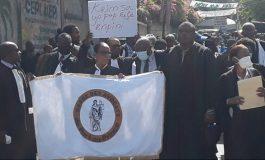 « Arrestation et jugement des auteurs de l'assassinat de Me Monferrier Dorval », les avocats ont marché à Port-au-Prince