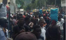 Assassinat d'Evelyne Sincère, des élèves du Lycée Jacques Roumain ont investi les rues de la capitale