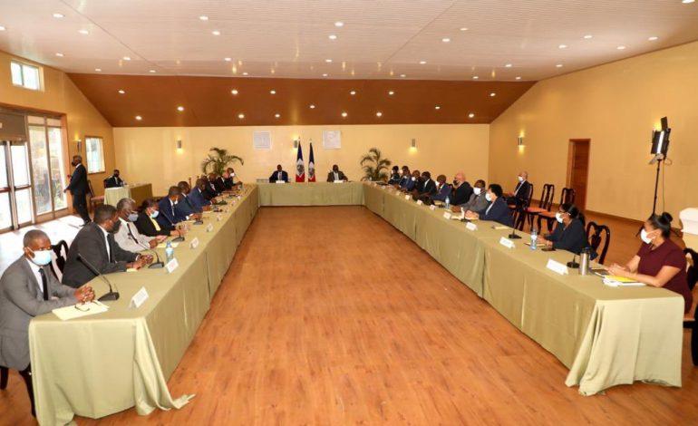 Contre l'insécurité, un nouveau décret habilite l'armée d'Haïti et la Police Nationale à travailler en synergie