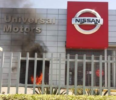 Scènes de pillage, Universal Motors de Réginald Boulos pillé et incendié