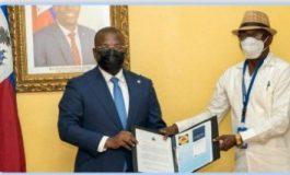 Claude Joseph reçoit le document final de la CNDDR sur la stratégie de désarmement...