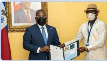Claude Joseph reçoit le document final de la CNDDR sur la stratégie de désarmement…