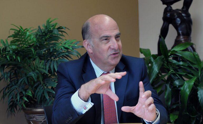 Kenneth Merten fait surface comme chargé d'affaires à l'Ambassade des États-Unis